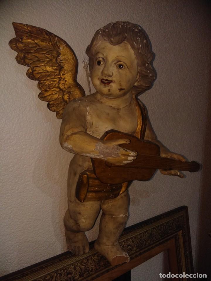 ANTIGUA ESCULTURA TALLA DE MADERA ÁNGEL QUERUBÍN OJOS CRISTAL CON ALAS SIGLO XIX P X. 63 CM DE ALTO. (Arte - Arte Religioso - Escultura)