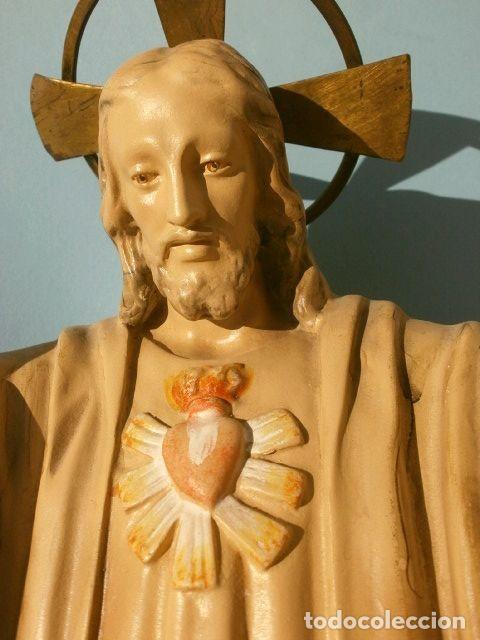 ANTIGUA IMAGEN SAGRADO CORAZON 47 CM ALTO - CRISTO REDENTOR - ESTUCO - MARCA DIMOSA OLOT (Arte - Arte Religioso - Escultura)