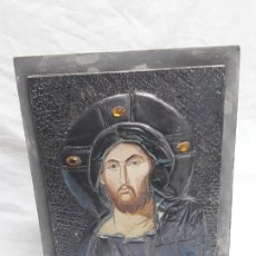 Arte: BELLO ANTIGUO ICONO JESÚCRISTO REVESTIDO METAL PLATEADO Y PIEDRAS. Lote 191376877