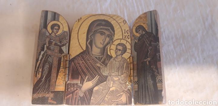 PEQUEÑO ICONO TRÍPTICO EN MADERA TALLADA (Arte - Arte Religioso - Iconos)
