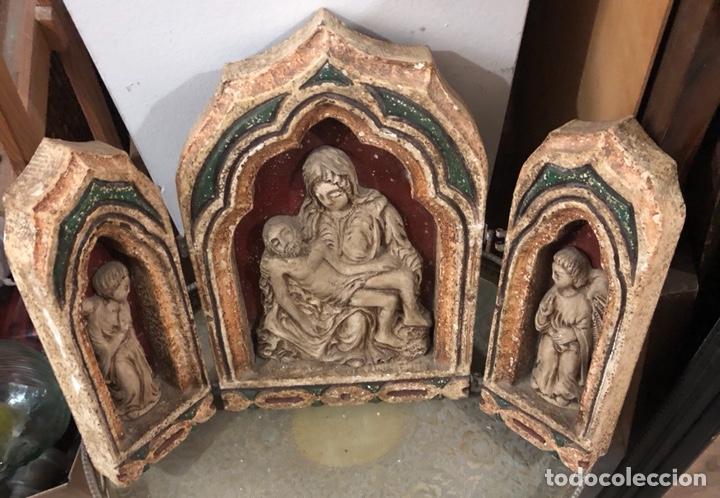 BONITO TRÍPTICO ECHO EN RESINA PRENSADA, AÑOS 50-60 (Arte - Arte Religioso - Trípticos)