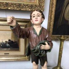 Arte: ESCULTURA RELIGIOSA DEL NIÑO MENDIGO DEL SIGLO XVIII CON OJOS DE CRISTAL . Lote 191722616