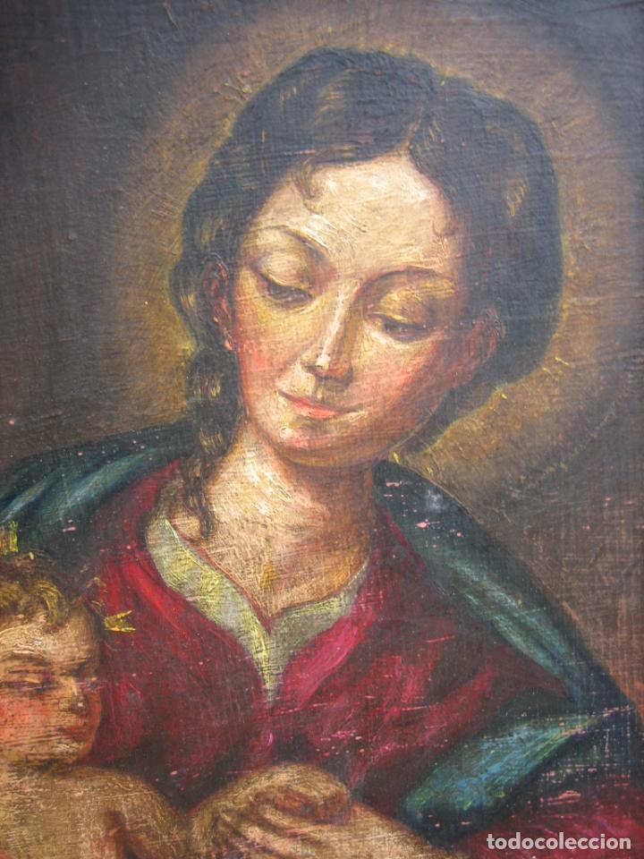 Arte: Antigua pintura religiosa de Virgen con niño al óleo. Marco en madera estucado - Foto 7 - 192341817