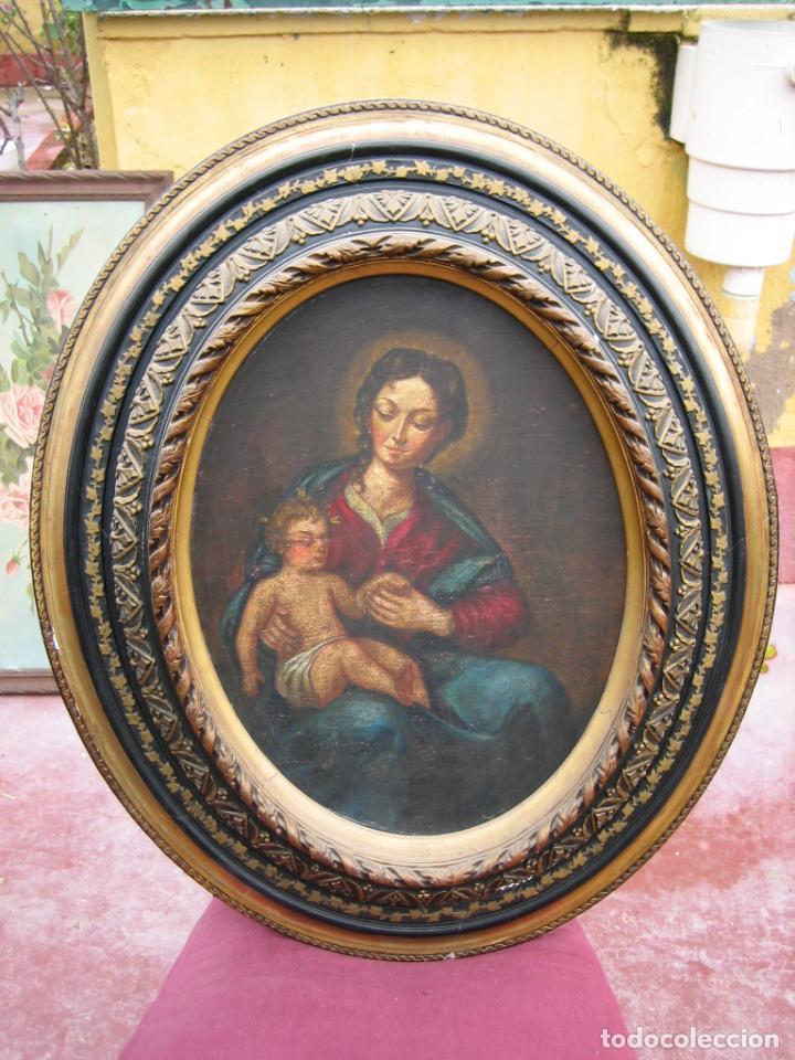 ANTIGUA PINTURA RELIGIOSA DE VIRGEN CON NIÑO AL ÓLEO. MARCO EN MADERA ESTUCADO (Arte - Arte Religioso - Pintura Religiosa - Oleo)