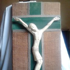 Arte: CRISTO EN LA CRUZ. MADERA Y TELA. 30 X 53 CM. Lote 192342653
