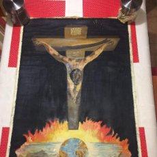 Arte: CRISTO CRUCIFICADO SOBRE LA TIERRA EN LLAMAS - 94 X 62 CMS. ÓLEO SOBRE TELA SIN MARCO - ANTIGUO. Lote 194150977