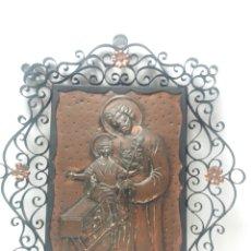Arte: CUADRO SAN JOSE Y NIÑO JESUS EN COBRE REPUJADO CON MARCO DE FORJA. Lote 194227530