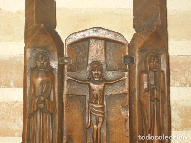 Arte: ANTIGUO RETABLO,TRIPTICO DE MADERA TALLADA. - Foto 3 - 194236311