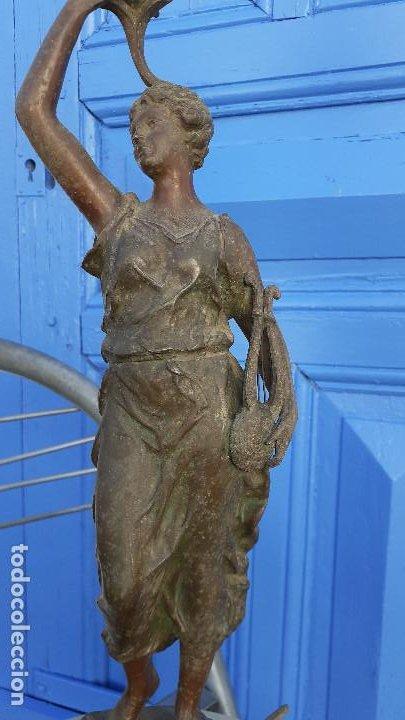 Arte: Estatua con lámpara de petróleo:La Música, representación del siglo XIX firmada por Ernest Roucot, - Foto 3 - 194237532