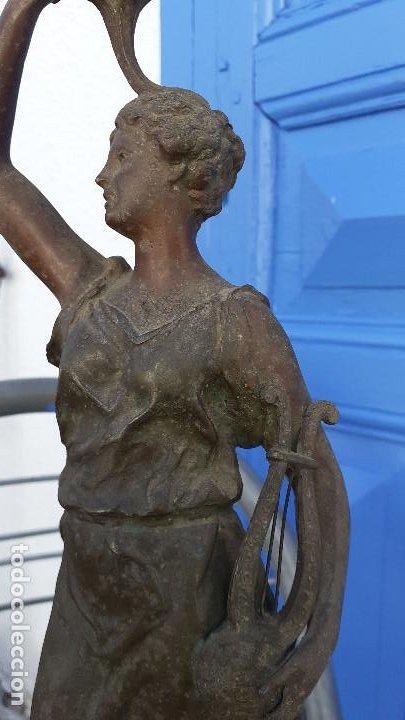Arte: Estatua con lámpara de petróleo:La Música, representación del siglo XIX firmada por Ernest Roucot, - Foto 4 - 194237532