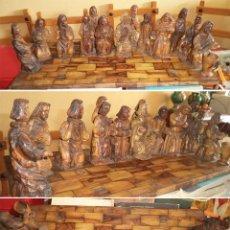 Arte: ANTIGUA TABLA CON LAS FIGURAS DE JESÚS Y LOS 12 APÓSTOLES TALLADOS ARTESANALMENTE EN MADERA OLIVO. Lote 194250096