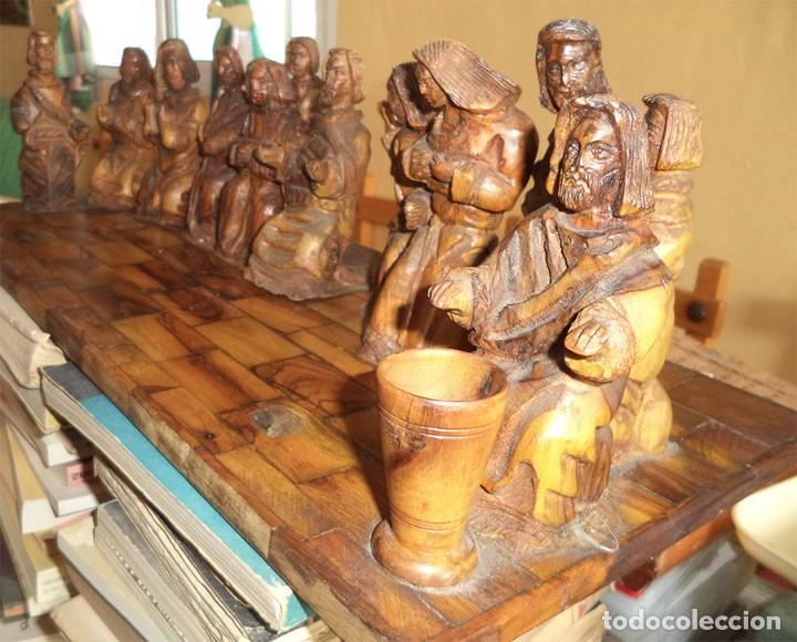 Arte: ANTIGUA TABLA CON LAS FIGURAS DE JESÚS Y LOS 12 APÓSTOLES TALLADOS ARTESANALMENTE EN MADERA OLIVO - Foto 2 - 194250096