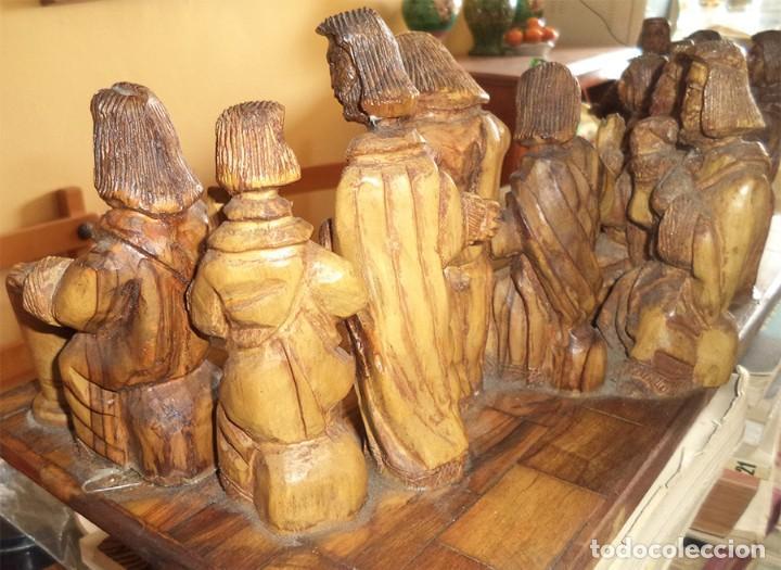 Arte: ANTIGUA TABLA CON LAS FIGURAS DE JESÚS Y LOS 12 APÓSTOLES TALLADOS ARTESANALMENTE EN MADERA OLIVO - Foto 7 - 194250096