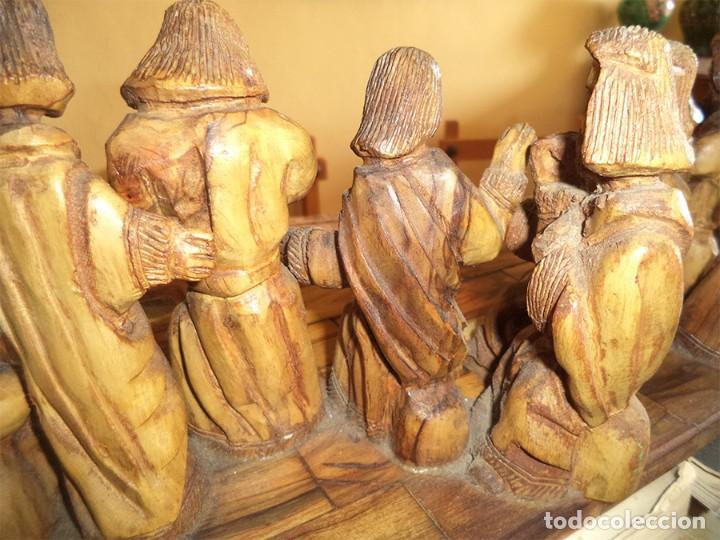 Arte: ANTIGUA TABLA CON LAS FIGURAS DE JESÚS Y LOS 12 APÓSTOLES TALLADOS ARTESANALMENTE EN MADERA OLIVO - Foto 8 - 194250096