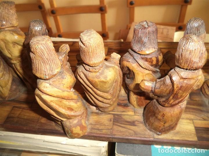 Arte: ANTIGUA TABLA CON LAS FIGURAS DE JESÚS Y LOS 12 APÓSTOLES TALLADOS ARTESANALMENTE EN MADERA OLIVO - Foto 9 - 194250096