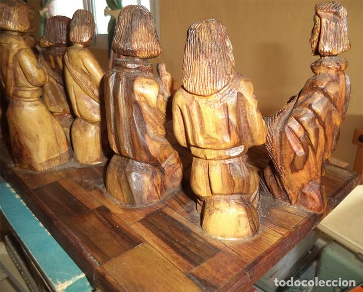 Arte: ANTIGUA TABLA CON LAS FIGURAS DE JESÚS Y LOS 12 APÓSTOLES TALLADOS ARTESANALMENTE EN MADERA OLIVO - Foto 10 - 194250096