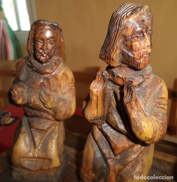 Arte: ANTIGUA TABLA CON LAS FIGURAS DE JESÚS Y LOS 12 APÓSTOLES TALLADOS ARTESANALMENTE EN MADERA OLIVO - Foto 11 - 194250096