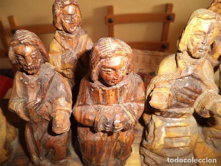 Arte: ANTIGUA TABLA CON LAS FIGURAS DE JESÚS Y LOS 12 APÓSTOLES TALLADOS ARTESANALMENTE EN MADERA OLIVO - Foto 12 - 194250096