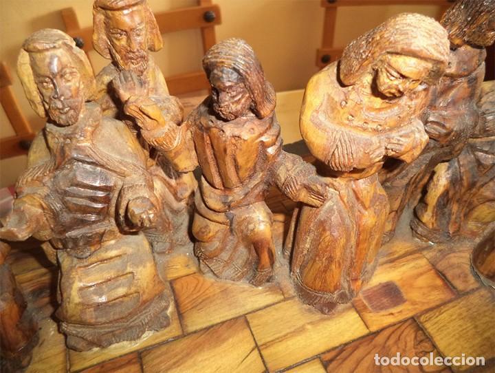 Arte: ANTIGUA TABLA CON LAS FIGURAS DE JESÚS Y LOS 12 APÓSTOLES TALLADOS ARTESANALMENTE EN MADERA OLIVO - Foto 13 - 194250096