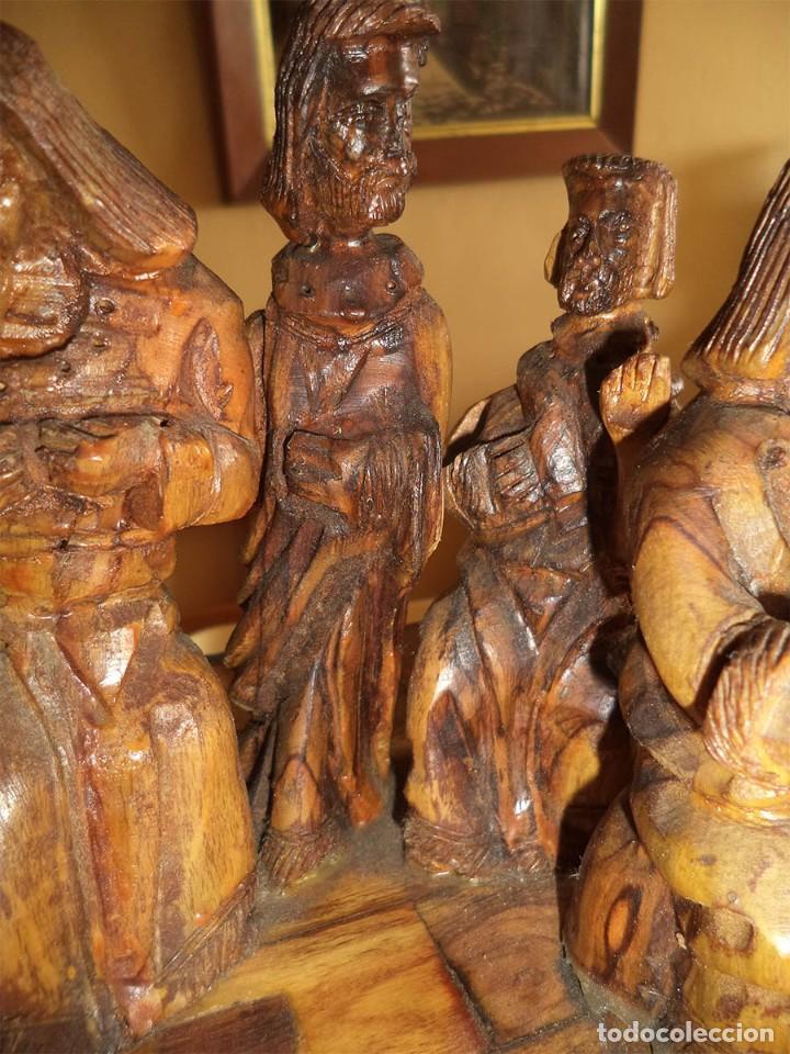 Arte: ANTIGUA TABLA CON LAS FIGURAS DE JESÚS Y LOS 12 APÓSTOLES TALLADOS ARTESANALMENTE EN MADERA OLIVO - Foto 14 - 194250096