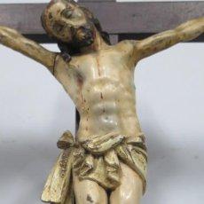 Arte: CRISTO EN LA CRUZ. MADERA TALLADA POLICROMADA. SIGLO XVII. ESCUELA ESPAÑOLA. Lote 194897050