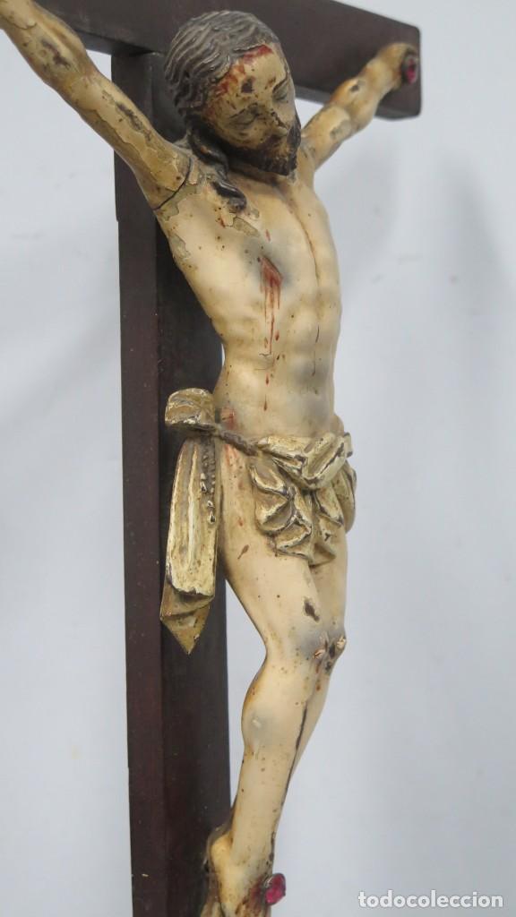 Arte: CRISTO EN LA CRUZ. MADERA TALLADA POLICROMADA. SIGLO XVII. ESCUELA ESPAÑOLA - Foto 15 - 194897050