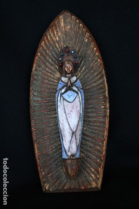 Arte: PRECIOSA Y ANTIGUA VIRGEN MARIA EN BRONCE Y ESMALTE, EN PLAFON DE MADERA. - Foto 4 - 194960881