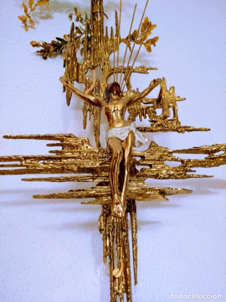 CRUCIFIJO BRONCE, ESTILO DALÍ. (Arte - Arte Religioso - Escultura)