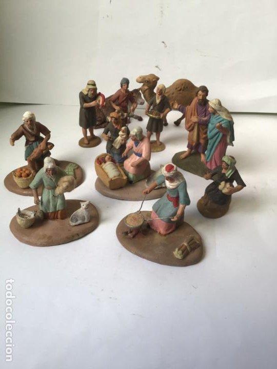ANTIGUO LOTE FIGURAS TERRACOTA DE BELEN- PADRE AZOTANDO NIÑO-TEJEDORA-CAMELLO ETC.RARAS AÑOS 20-30 (Arte - Arte Religioso - Escultura)