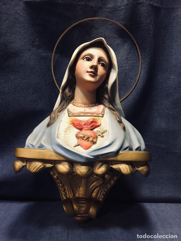 VIRGEN DEL SAGRADO CORAZON ESCAYOLA OJOS VIDRIO POLICROMADA MENSULA TIPO OLOT 23X21CMS (Arte - Arte Religioso - Escultura)