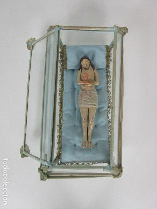 Arte: Antiguo Cristo Yacente - Terracota Policromada - con Urna de Cristal - S. XIX - Foto 3 - 195927678