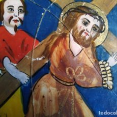 Arte: OLEO POPULAR SOBRE CRISTAL, CRISTO CON CRUZ A CUETAS Y CIRINEO, S.XIX. Lote 196133745