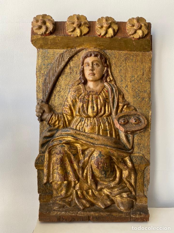 Arte: Retablo madera policromada siglo XVII , relieve Santa Lucía - Foto 2 - 196621257