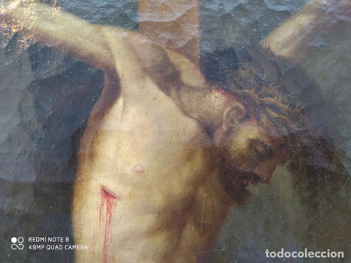 ÓLEO ANTIGUO CON LA IMAGEN DE CRISTO CRUCIFICADO, DEL SIGLO XVLLI, SE ENCUENTRA EN MUY BUEN ESTADO Y (Arte - Arte Religioso - Pintura Religiosa - Oleo)
