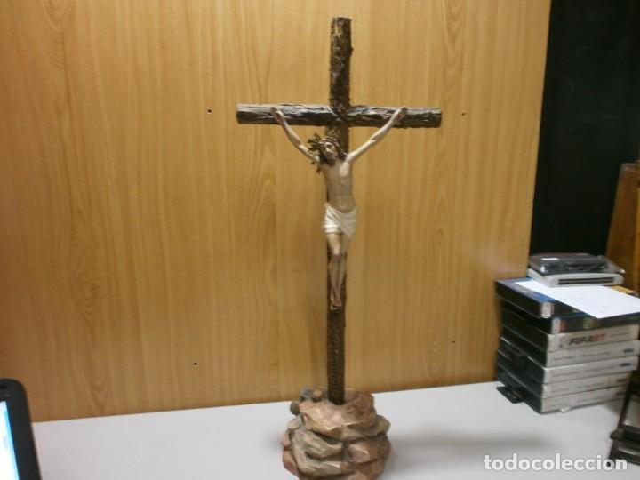 CRUZ DE MESA CRISTO Y CRUZ MONTE CALVARIO SELLO ARTE CRISTIANO OLOT SIGLO XIX (Arte - Arte Religioso - Escultura)