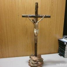 Arte: CRUZ DE MESA CRISTO Y CRUZ MONTE CALVARIO SELLO ARTE CRISTIANO OLOT SIGLO XIX. Lote 199003793
