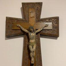 Arte: CRISTO CRUCIFICADO CON CRUZ DE MADERA VINTAGE. Lote 199126673