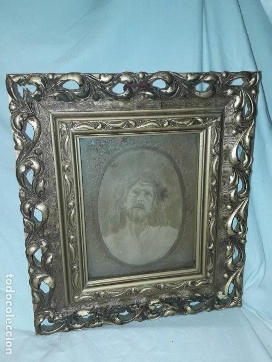 Arte: Precioso antiguo cuadro cuero repujado Jesús Cristo con bello marco madera con pan de oro años 20/30 - Foto 2 - 199643806