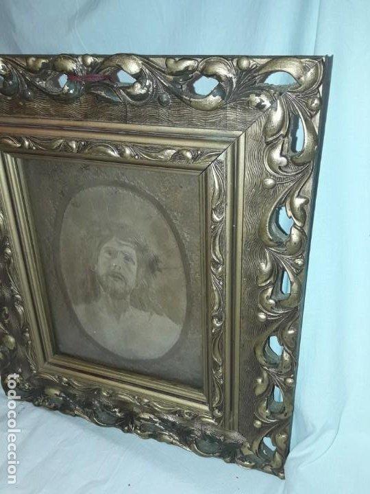 Arte: Precioso antiguo cuadro cuero repujado Jesús Cristo con bello marco madera con pan de oro años 20/30 - Foto 3 - 199643806