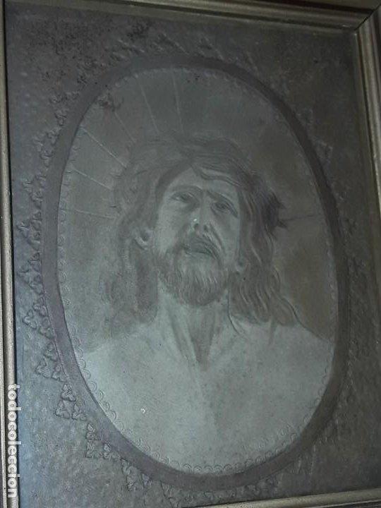 Arte: Precioso antiguo cuadro cuero repujado Jesús Cristo con bello marco madera con pan de oro años 20/30 - Foto 7 - 199643806