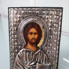 Arte: ICONO RUSO. JESUCRISTO CON EVANGELIO (PANTÓCRATOR?). CAMISA EN METALPLATEADO Y TERCIOPELO. 1990.. Lote 201098181