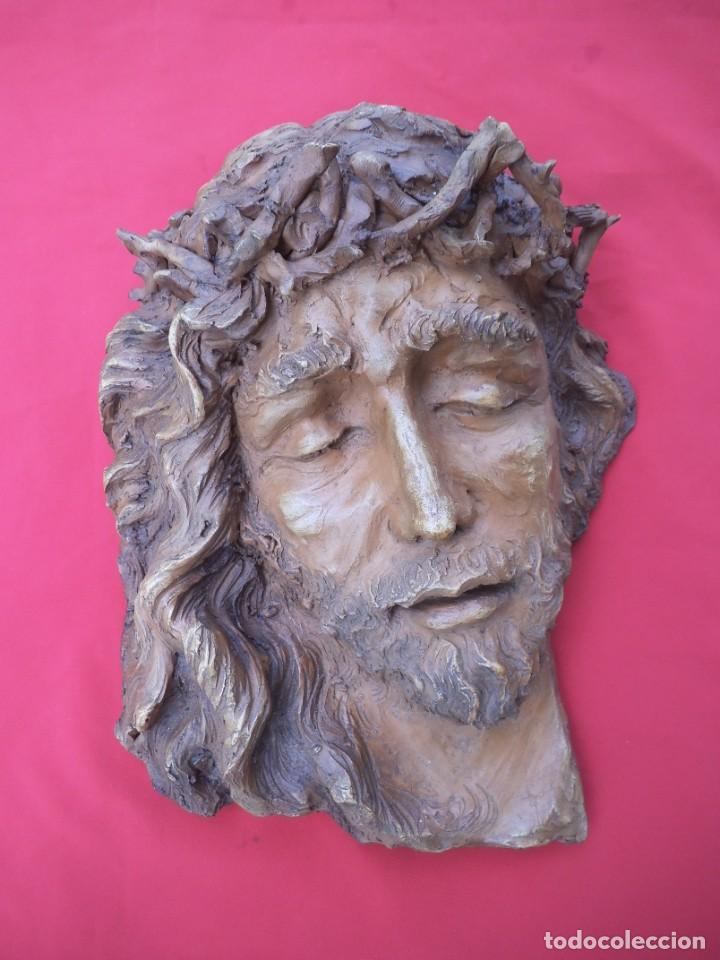 CABEZA DE CRISTO ESCULPIDA EN TERRACOTA DE ESCULTOR GADITANO NANDO, FINALES DE LOS 80. (Arte - Arte Religioso - Escultura)