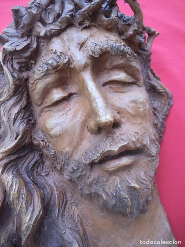Arte: Cabeza de Cristo esculpida en terracota de escultor gaditano Nando, finales de los 80. - Foto 2 - 204416771