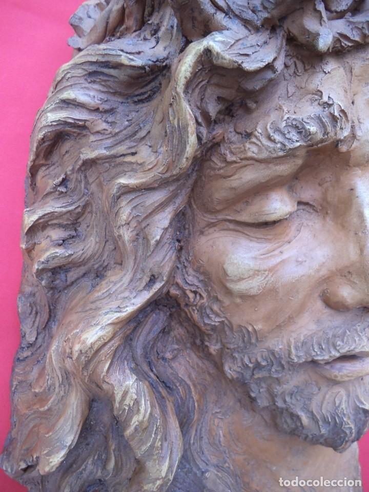 Arte: Cabeza de Cristo esculpida en terracota de escultor gaditano Nando, finales de los 80. - Foto 4 - 204416771