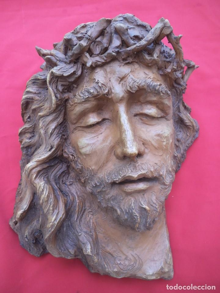 Arte: Cabeza de Cristo esculpida en terracota de escultor gaditano Nando, finales de los 80. - Foto 7 - 204416771