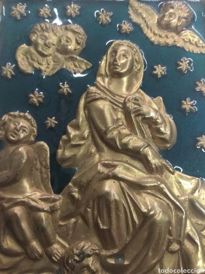ANTIGUA PLACA VIRGEN DEL PILAR VENIDA A ZARAGOZA 2 ENERO AÑO 40 EN BRONCE ESMALTADO (Arte - Arte Religioso - Escultura)