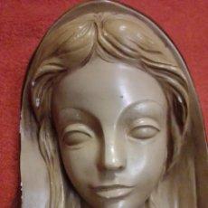 Arte: ANTIGUA FIGURA PARA COLGAR VIRGEN MARÍA REALIZADA EN ESTUCO BICROMADO. Lote 205818811