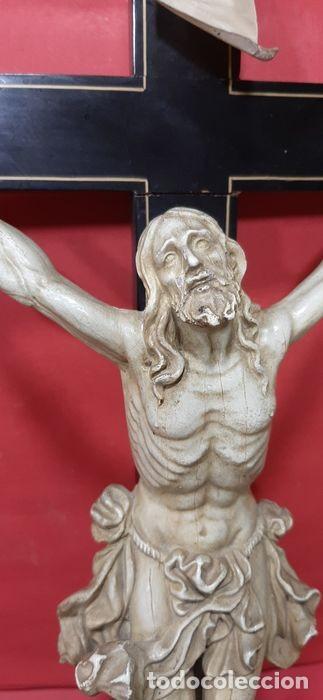 Arte: Cristo crucificado con fino trabajo en el paño de pureza. Estuco policromado, color marfil. - Foto 2 - 207142063
