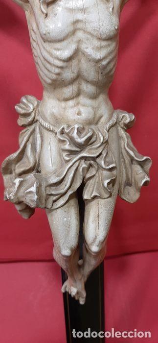 Arte: Cristo crucificado con fino trabajo en el paño de pureza. Estuco policromado, color marfil. - Foto 3 - 207142063