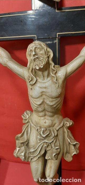 Arte: Cristo crucificado con fino trabajo en el paño de pureza. Estuco policromado, color marfil. - Foto 4 - 207142063